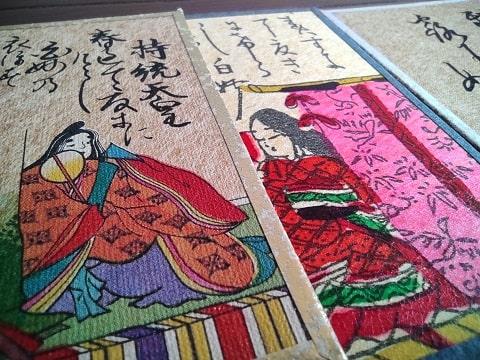 手摺と機械印刷のかるたの写真